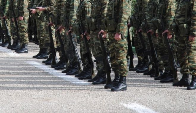 Στρατιωτικοί στο στρατόπεδο λοχαγού Ιωάννη Ράπτη στο Πολυδένδρι Αττικής