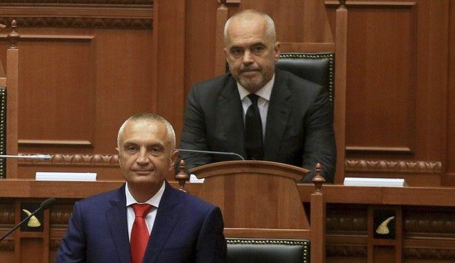 Ο Πρόεδρος της Αλβανίας Ιλίρ Μέτα και ο πρωθυπουργός Έντι Ράμα στην ορκωμοσία του πρώτου τον Ιούλιο του 2017