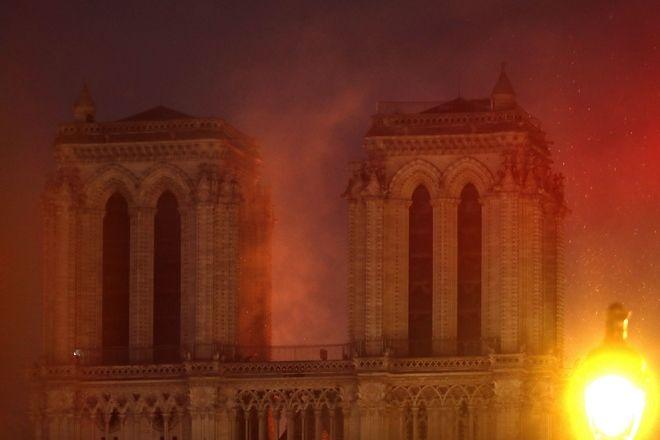 Μεγάλη φωτιά στην Παναγία των Παρισίων