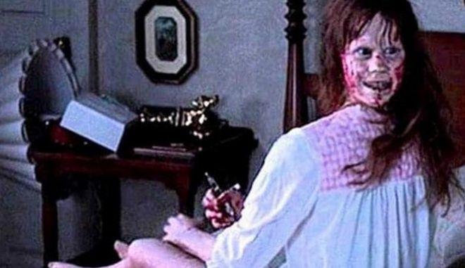 """Η Λίντα Μπλερ, όταν έδωσε σάρκα και οστά στην 'Ρίγκαν ΜακΝιλ', πρωταγωνίστρια του """"Εξορκιστή""""."""