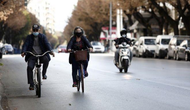 Στιγμιότυπο από το κέντρο της Θεσσαλονίκης, εν μέσω πανδημίας.