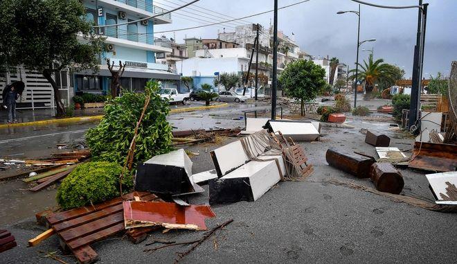 Εικόνες από τις καταστροφές που προκάλεσε στο πέρασμά του ο Μεσογειακός κυκλώνας Ζορμπάς στην παραλιακή οδό στην Καλαμάτα, Σάββατο 29 Sεπτεμβρίου 2018
