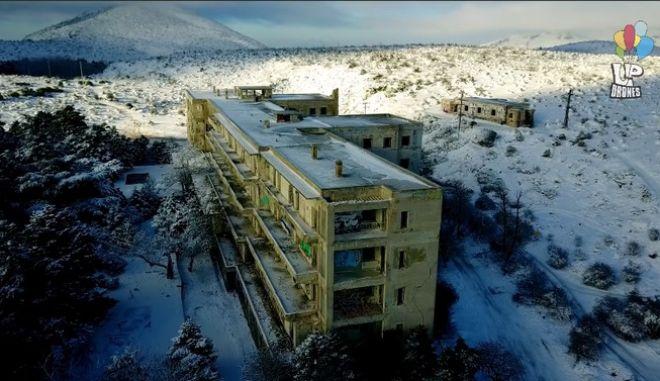 Χιονισμένη Πάρνηθα: Το στοιχειωμένο σανατόριο και το Πάρκο Ψυχών από ψηλά