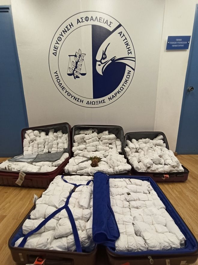 Συνελήφθησαν με 4 βαλίτσες γεμάτες 100 κιλά του σπάνιου ναρκωτικού Khat