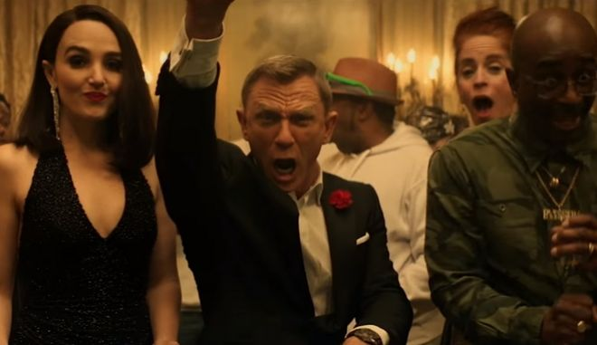 """Ο Daniel Craig """"ξεσαλώνει"""" σε καζίνο - Η απομυθοποίηση του James Bond"""