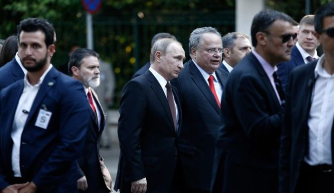 Russian President Vladimir Putin walks from the Presidential Mansion to the Maximos Mansion, Athens, Greece on May 27, 2016. /             , , 27  2016.