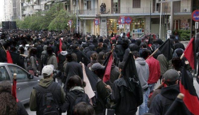 Συμπλοκή χρυσαυγιτών και αντιεξουσιαστών στο Ηράκλειο