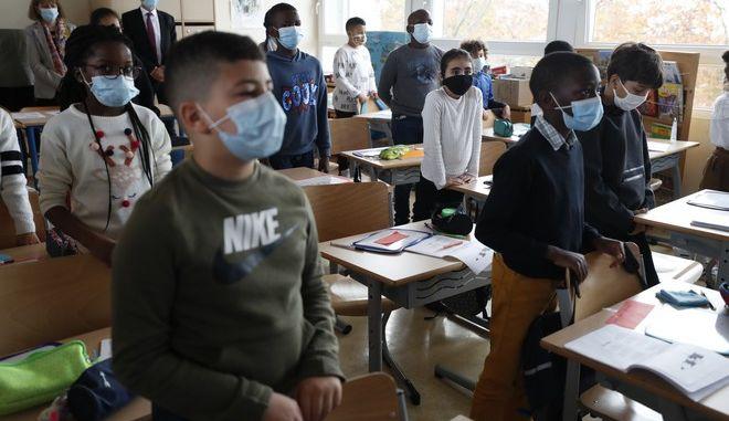 Ενός λεπτού σιγή σε σχολείο της Γαλλίας για τον εκπαιδευτικό που δολοφονήθηκε Σαμουέλ Πατί