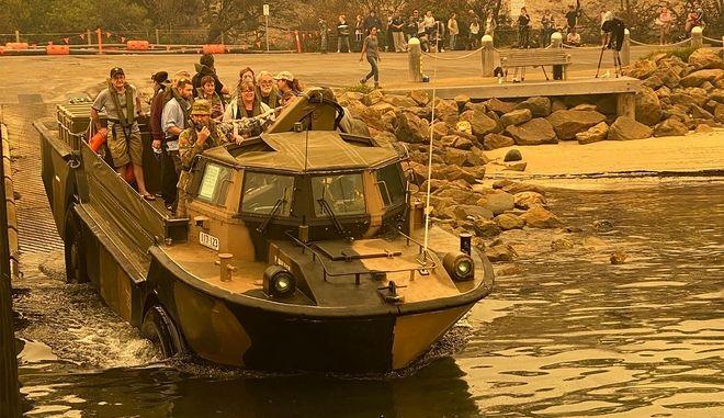 Απομάκρυση παραθεριστών από ακτή της Αυστραλίας. Φωτο αρχείου