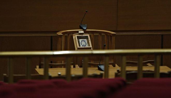 Άδεια αίθουσα δικαστηρίου στη δίκη της Χρυσής Αυγής