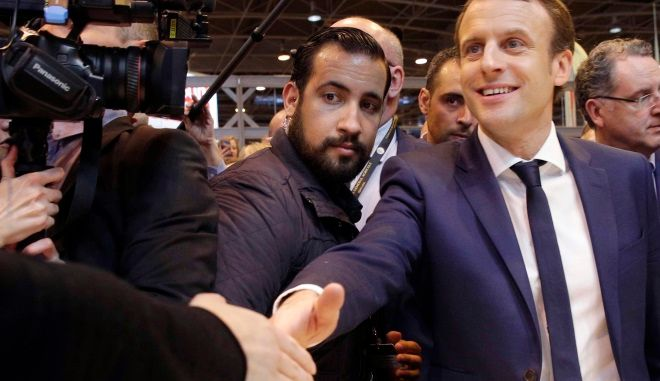 Ο Γάλλος πρόεδρος Μακρόν με τον πρώην σωματοφύλακά του Αλεξάντρ Μπεναλά