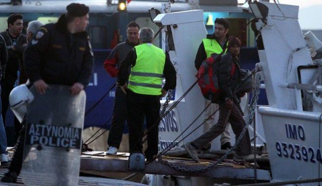 Επανοπροώθηση προσφύγων και μεταναστών από το λιμάνι της Μυτιλήνης στο Δικελί της Τουρκίας την Δευτέρα 4 Απριλίου 2016, βάσει της συμφωνίας που επετεύχθη μεταξύ ΕΕ και Τουρκίας. Στην Τουρκία επαναπροωθήθηκαν 136 άτομα: 124 από το Πακιστάν, τέσσερις από τη Σρι Λάνκα, δυο από την Ινδία, τρεις από το Μπαγκλαντές, ένας από το Ιράκ και δυο από τη Συρία. (EUROKINISSI)