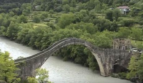 """""""Κερδήθηκε το στοίχημα"""" για την αναστήλωση του γεφυριού της Πλάκας"""