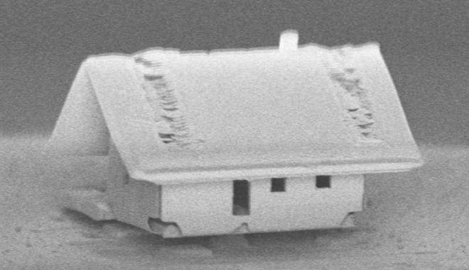 Τεχνολογία: Νανορομπότ έφτιαξε το μικρότερο σπίτι στον κόσμο