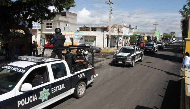 Αστυνομία περιπολεί σε πόλη του Μεξικού την ημέρα των εκλογών, 1 Ιουλίου,2012