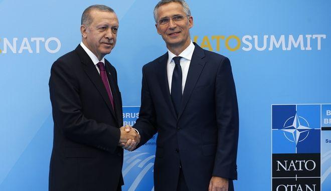 Ο Τούρκος πρόεδρος Ταγιπ Ερντογάν σε παλαιότερη συνάντηση με τον ΓΓ του ΝΑΤΟ, Γενς Στόλτενμπεργκ