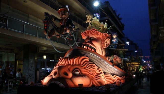 Night Carnival Parade in Patras, Greece on February 25, 2017. /  ,  , 25  2017.