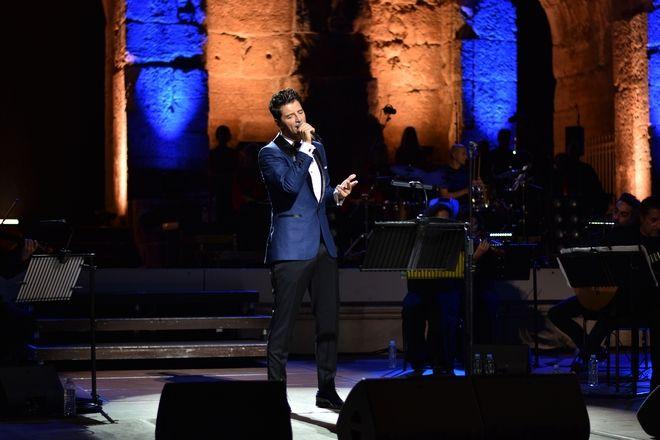 Σάκης Ρουβάς: Μάγεψε στην πρώτη του συναυλία στο Ηρώδειο