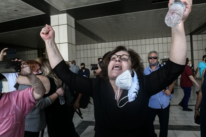 Η Μάγδα Φύσσα στο άκουσμα της απόφασης στην δίκη της εγκληματικής οργάνωσης, Χρυσής Αυγής