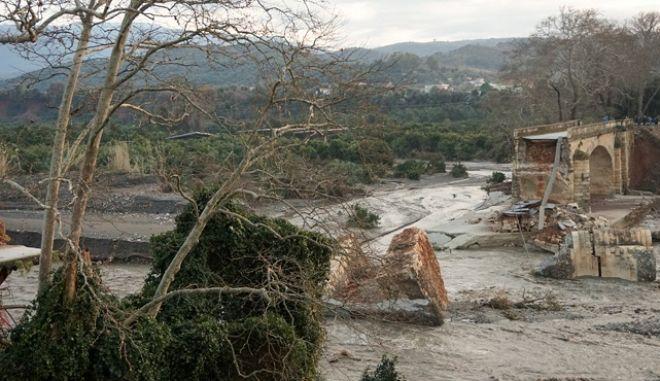 Αποκατάσταση ζημιών από τα έντονα καιρικά φαινόμενα στα Χανιά.