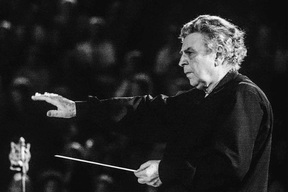 Ο Μίκης Θεοδωράκης σε παλαιότερη συναυλία του.