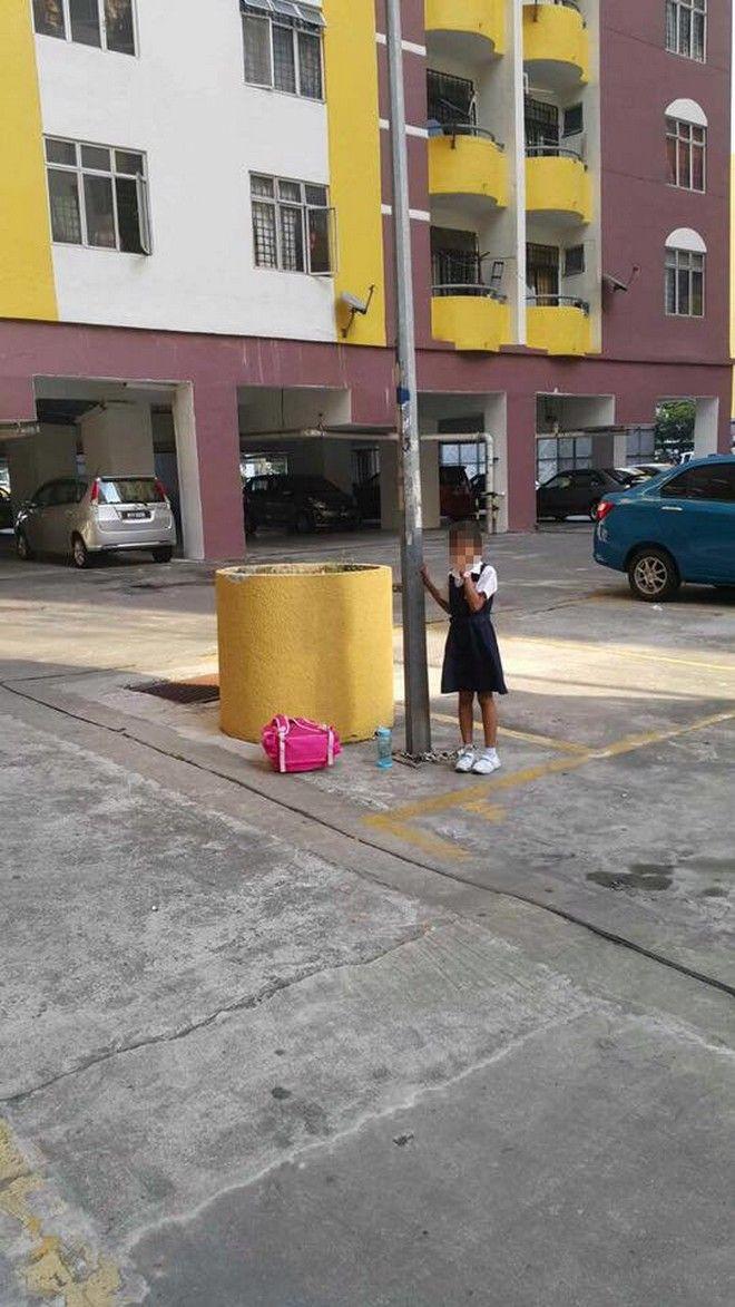 Φρίκη! Μητέρα αλυσόδεσε το 8χρονο παιδί της σε κολόνα