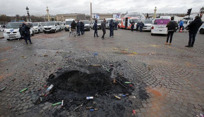Στιγμιότυπο από τα επεισόδια στο Παρίσι, κατά τη διάρκεια της διαδήλωσης των
