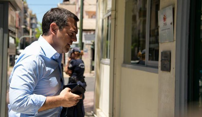 Ο Αλέξης Τσίπρας στα γραφεία του ΣΥΡΙΖΑ