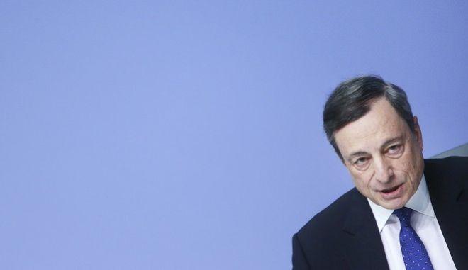 Και αβεβαιότητα και ανάκαμψη της οικονομίας προβλέπει για φέτος ο Ντράγκι