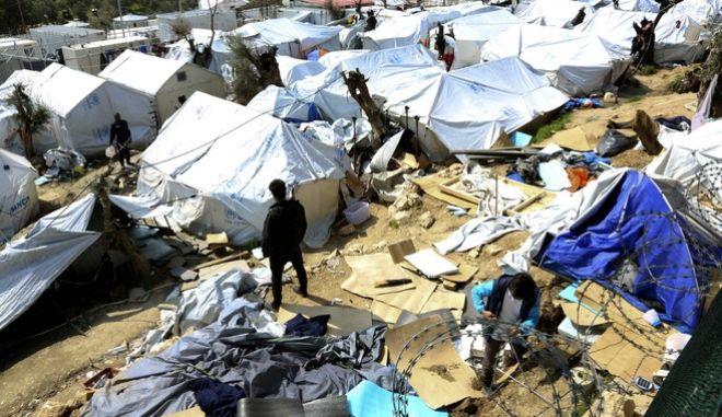 Το κέντρο φιλοξενίας μεταναστών και προσφύγων στην Μόρια της Μυτιλήνης,επισκεύθηκαν σήμερα το πρωί ο Επίτροπος της Ε.Ε για την μεταναστευτική πολιτική Δημήτρης Αβραμόπουλος,συνοδευόμενος από τον Υπουργό Μεταναστευτικής πολιτικής Γιάννη Μουζάλα και τον Υπουργό Εσωτερικών Υποθέσεων και ασφάλειας της Μάλτας Καρμέλο Αμπέλα,Πέμπτη 16 Μαρτίου 2017 (EUROKINISSI)