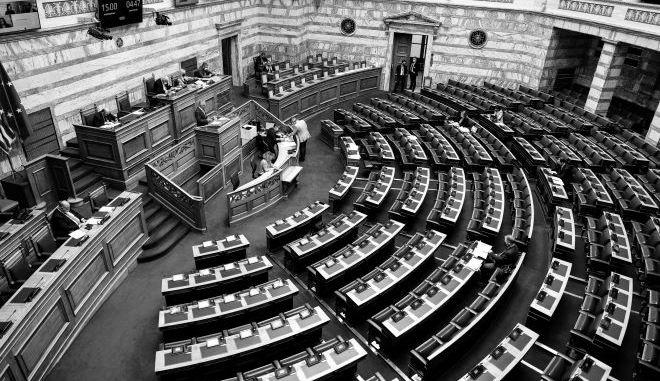 """Συνεπιμέλεια και Πρέσπες κρατάνε σε """"καραντίνα"""" την Βουλή"""