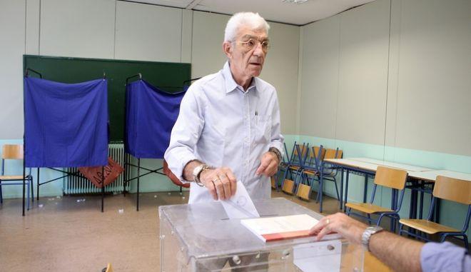 O Γιάννης Μπουτάρης ψηφίζει