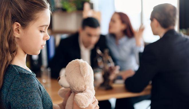 """Συνεπιμέλεια: Δίνει λύση στο """"πρόβλημα"""" του διαζυγίου;"""