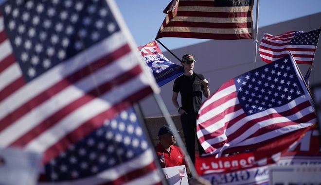 Ψηφοφόροι και διαδηλωτές στις αμερικανικές εκλογές