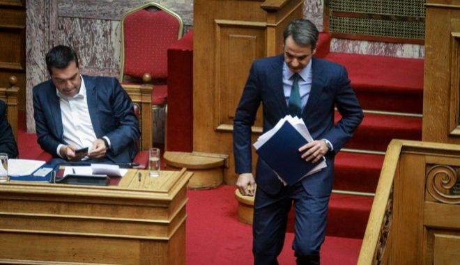 Ο πρωθυπουργός, Αλέξης Τσίπρας και ο αρχηγός της Αξιωματικής Αντιπολίτευσης, Κυριάκος Μητσοτάκης, στη Βουλή