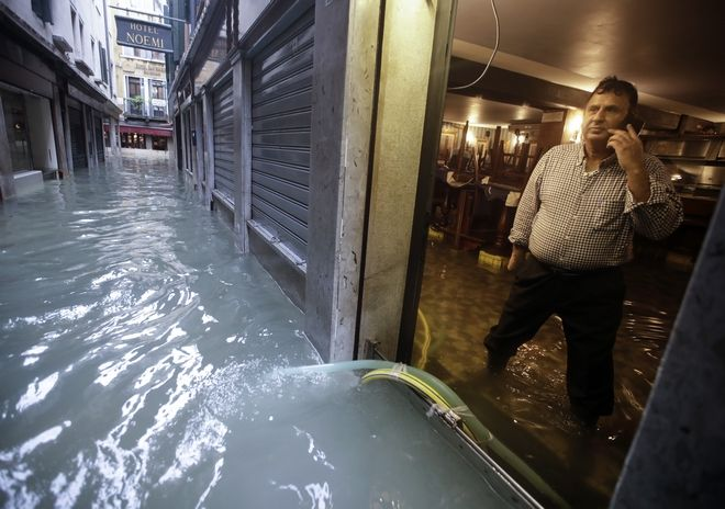"venice9 - Βενετία: Εικόνες αποκάλυψης - ""Θάλασσα"" έγινε η πλατεία του Αγίου Μάρκου"