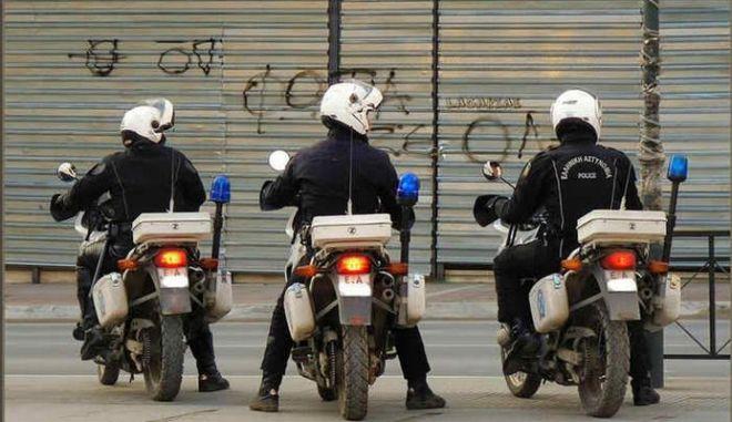 Θεσσαλονίκη: Αστυνομικός διακινούσε εξαρτήματα όπλων μέσω διαδικτύου