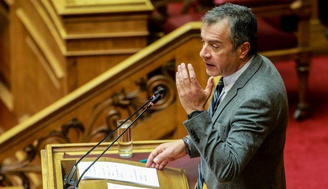 Ο επικεφαλής του Ποταμιού, Σταύρος Θεοδωράκης, κατά τη συζήτηση για την ψήφο εμπιστοσύνης στην κυβέρνηση