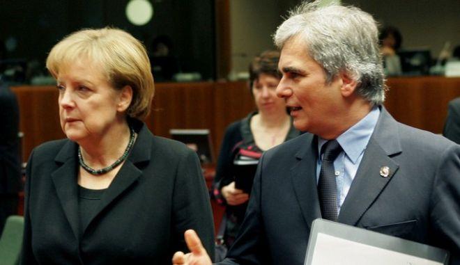 Δεύτερη ημέρα εργασιών της Συνόδου Κορυφής Αρχηγών Κρατών και Κυβερνήσεων της Ευρωπαϊκής 'Ενωσης,στις Βρυξέλλες.Στιγμιότυπο από το τραπέζι της 2ης ημέρας ο Αυστριακός Καγκελάριος Βέρνερ Φάιμαν (Δ) με την Γερμανίδα Καγκελάριο 'Ανγκελα Μέρκελ (Α),  Παρασκευή 11 Δεκεμβρίου 2009 (EUROKINISSI/POOL ΑΠΕ/ΠΑΝΤΕΛΗΣ ΣΑΪΤΑΣ)