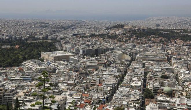 Άποψη των ακινήτων της Αθήνας από το λόφο του Λυκαβηττού