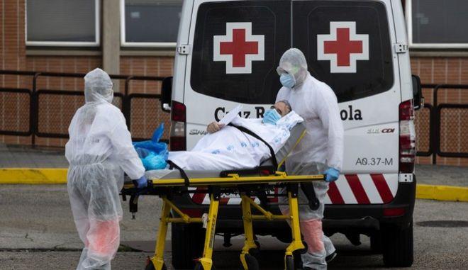 Ασθενής μεταφέρεται σε νοσοκομείο της Ισπανίας