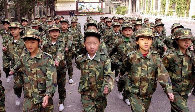 Μαθητική παρέλαση στην Κίνα