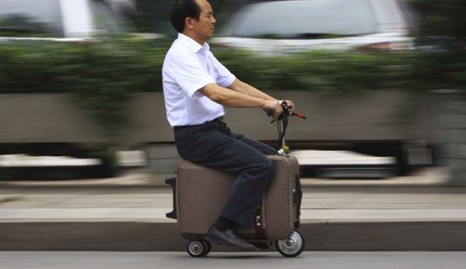 Σκούτερ βαλίτσα για να μη βασανίζεστε