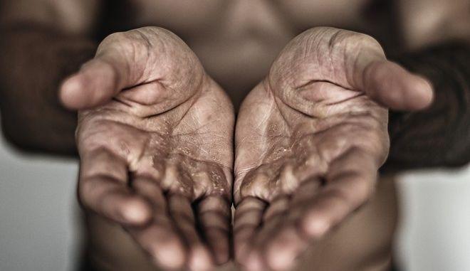 Τα χέρια του μόχθου απαιτούν λιγότερη δουλειά...