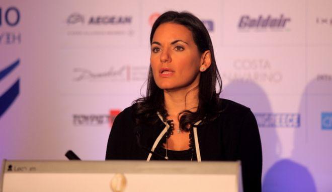 Η υπουργός Τουρισμού Όλγα Κεφαλογιάννη απευθύνει την ομιλία της στους συμμετέχοντες στις εργασίες του 11ου Συνέδριου του ΣΕΤΕ «Τουρισμός & Ανάπτυξη» που διεξάγεται στο ξενοδοχείο Athenaeum InterContinental τη Δευτέρα, 29 και Τρίτη, 30 Οκτωβρίου 2012. Στο Συνέδριο συζητήθηκαν και διερευνήθηκαν θέματα όπως η οργάνωση και ο τρόπος λειτουργίας ενός τέτοιου μηχανισμού, καθώς επίσης τα πεδία και οι τρόποι συνεργασίας του ιδιωτικού τομέα με το Υπουργείο Τουρισμού/ΕΟΤ και τις Περιφέρειες. Τα Συνέδρια «Τουρισμός & Ανάπτυξη» αποτελούν καθιερωμένες παρεμβάσεις του ΣΕΤΕ στο δημόσιο διάλογο για τον τουρισμό. Απευθύνονται σε επενδυτές, επιχειρηματίες, ανώτατα στελέχη επιχειρήσεων και αξιωματούχους του δημόσιου τομέα που επιθυμούν να έχουν ενεργό ρόλο στη διαμόρφωση των εξελίξεων για την ανάπτυξη του τουρισμού στη χώρα μας. (EUROKINISSI/ΚΩΣΤΑΣ ΚΑΤΩΜΕΡΗΣ)