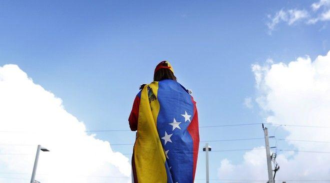Άνδρας με την σημαία της Βενεζουέλας