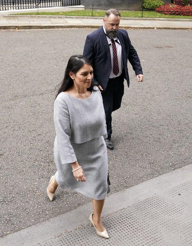 Η υπουργός Εσωτερικών της Βρετανίας Πρίτι Πατέλ
