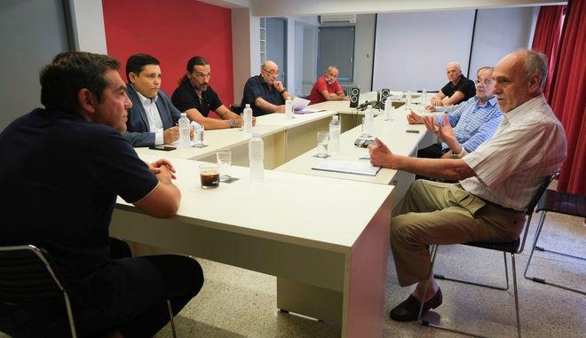 Ο Πρόεδρος του ΣΥΡΙΖΑ Αλέξης Τσίπρας είχε συνάντηση με τους επικεφαλής του Συνδέσμου Ελληνικών Γυμναστικών Αθλητικών Σωματείων, Β. Σεβαστή, της Κολυμβητικής Ομοσπονδίας Ελλάδας, Δ. Διαθεσόπουλο και της Ελληνικής Ιστιοπλοϊκής Ομοσπονδίας, Α. Δημητρακόπουλο. Στη σύσκεψη συμμετείχε και ο Τομεάρχης Αθλητισμού της ΚΟ του ΣΥΡΙΖΑ β Προοδευτική Συμμαχία, Γιάννης Μπουρνούς
