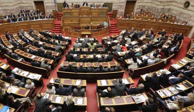 Κατατέθηκε η τροπολογία για τη διακοπή χρηματοδότησης κομμάτων όπως η Χ.Α.