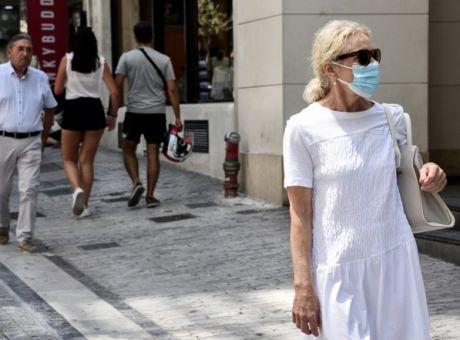 Γυναίκα με μάσκα στην Αθήνα.